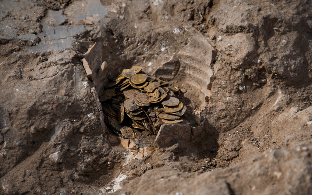 Gold coins found at central Israel archaeological dig (Yoli SchwartzIsrael Antiquities Authority)